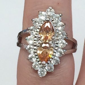 SPARKLY RHINESTONE AND GLASS COCKTAIL RING